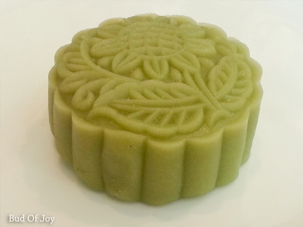 Make your own all-natural pandan mooncake!